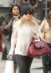 Dakota Fanning 5 HQ pics out in Manhattan october 3rd 2011