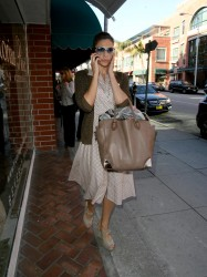 Ева Мендес, фото 4732. Eva Mendes spotted leaving a Medical Building in Beverly Hills, january 18, foto 4732