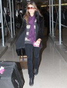 Элизабет Харли, фото 2318. Elizabeth Hurley arriving to Newark Airport in New Jersey, January 23, foto 2318