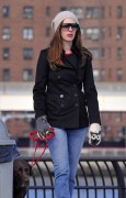 Энн Хэтэуэй, фото 5940. Anne Hathaway 'Walking her dog in Brooklyn', february 5, foto 5940